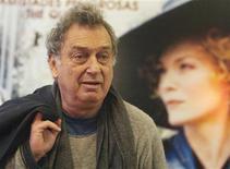 """<p>O diretor britânico Stephen Frears comparece à estreia de seu filme """"Cheri"""" em Madri. O filme entra em cartaz no circuito nacional nesta sexta-feira. REUTERS/Sergio Perez 12/01/2010</p>"""