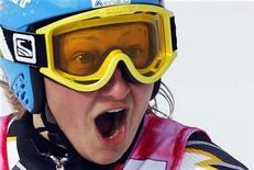 <p>La finlandese Tanja Poutiainen festeggia la vittoria nella slalom gigante a Cortina d'Ampezzo. REUTERS/Giampiero Sposito</p>