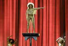 <p>Foto arquivo mostra a cantora norte-americana Tina Turner se apresenta no O2 Arena em Londres. A veterana popstar pode ainda convocar sua trupe de dançarinas para mais uma turnê mundial, embora por enquanto prefira jantares preparados em casa e uma vida sem estresse. REUTERS/Stefan Wermuth 03/03/2009</p>