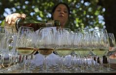 <p>An employee prepares a wine tasting at the Boschendal winery in Stellenbosch, about 80km southwest of Cape town, November 24, 2009. REUTERS/Kai Pfaffenbach</p>