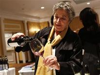 <p>Maria Elizabetta Fagiuoli pours a glass of wine during the Vino 2010 Italian Wine Week event in New York, February 5, 2010. REUTERS/Shannon Stapleton</p>
