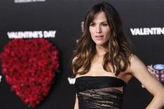 """<p>Cast member Jennifer Garner poses at the premiere of """"Valentine's Day"""" at the Grauman's Chinese theatre in Hollywood, California February 8, 2010. The movie opens in the U.S. on February 12. REUTERS/Mario Anzuoni</p>"""