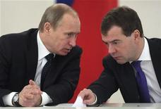 <p>Russia's President Dmitry Medvedev (R) and Prime Minister Vladimir Putin speak during a session of the State Council in Moscow January 22, 2010. REUTERS/Maxim Shipenkov/Pool</p>