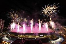 <p>Fireworks explode over BC Place Stadium at the end of the closing ceremony of the Vancouver 2010 Winter Olympics, February 28, 2010. REUTERS/Chris Helgren</p>