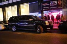 <p>Um Cadillac Escalade, que segundo a polícia é o veículo em que a modelo Naomi Campbell supostamente agrediu o motorista, estacionado em frente a uma delegacia de polícia em Manhattan, Nova York. A modelo britânica é procurada pela polícia para prestar depoimento sobre o incidente. 03/03/2010 REUTERS/Natalie Behring</p>