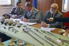<p>Agenti della Guardia di Finanza in foto d'archivio. REUTERS/Guardia di Finanza/Handout</p>