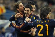 <p>Sergio Ramos comemora com David Villa após marcar gol na vitória da Espanha sobre a França. REUTERS/Benoit Tessier</p>