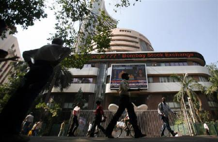 People walk past the Bombay Stock Exchange (BSE) building in Mumbai in this  January 2009 file photo. REUTERS/Punit Paranjpe/Files