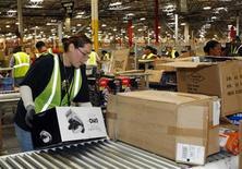 <p>An Amazon employee receives merchandise at the Phoenix Fulfilment Center in Goodyear, Arizona, November 16, 2009. REUTERS/Rick Scuteri</p>