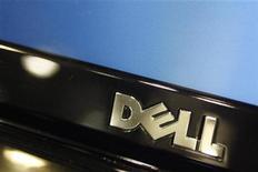 <p>Foto de archivo del logo de la compañía Dell sobre la pantalla de un monitor de un ordenador en una tienda de la cadena minorista Best Buy en Phoenix, EEUU, feb 18 2010. Dell, el tercer mayor fabricante de computadoras personales del mundo, demandó a Sharp, Hitachi, Toshiba y otras dos compañías por supuestamente fijar los precios de las pantallas de LCD. REUTERS/Joshua Lott</p>