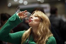 <p>A woman drinks a sample of red wine at the New York Wine Expo February 27, 2010. REUTERS/Natalie Behring</p>