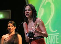 """<p>A atriz de origem dominicana Zoe Saldaña, coprotagonista do filme """"Avatar"""", recebe uma alta distinção do governo da República Dominicana em reconhecimento à sua trajetória no mundo do cinema, em Santo Domingo. 17/03/2010 REUTERS/Kena Betancur</p>"""