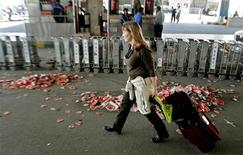 <p>A tourist walks past garbage disposed outside the airport in New Delhi February 3, 2006. REUTERS/Adnan Abidi</p>