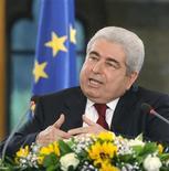 <p>Les membres du gouvernement chypriote, ainsi que le président Demetris Christofias, ont décidé de renoncer à 10% de leur salaire annuel afin de contribuer à la réduction du déficit budgétaire. /Photo prise le 18 mars 2010/REUTERS/Andreas Manolis</p>