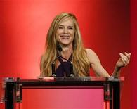 <p>Actress Holly Hunter speaks after receiving the Lucy Award at the Women in Film 2009 Crystal and Lucy Awards in Century City, California June 12, 2009. REUTERS/Mario Anzuoni</p>