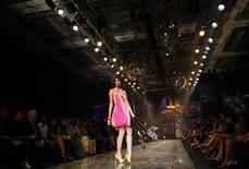 <p>A model showcases a creation by Indian designer Suneet Varma during the grand finale of Lakme India fashion week in Mumbai March 9, 2010. REUTERS/Punit Paranjpe</p>