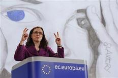<p>La comisaría de Asuntos de Interior de la Unión Europea, Cecilia Malmstrom durante una conferencia de prensa en Bruselas, mar 29 2010. La Comisión de la UE quiere que los estados miembros acuerden bloquear el acceso a las páginas webs de pornografía infantil e imponga castigos más duros para los pederastas y las bandas de tráfico de seres humanos, dijo el lunes. REUTERS/Francois Lenoir</p>