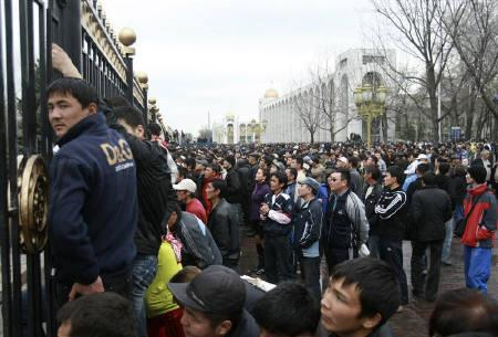 People gather in front of a building housing government offices and the parliament in Bishkek April 8, 2010. REUTERS/Vladimir Pirogov