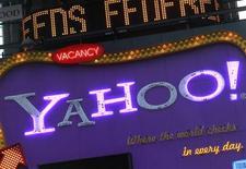 <p>Imagen de archivo de un cartel Yahoo! en el Times Square de Nueva York. Ene 25 2010. El responsable de tecnología y jefe de productos del gigante de internet Yahoo anunció su intención de renunciar a su cargo, dijo la compañía. REUTERS/Brendan McDermid/ARCHIVO</p>