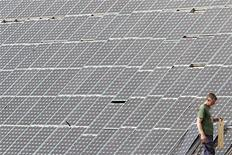 <p>Pannelli solari in foto d'archivio. REUTERS/Stefan Wermuth</p>