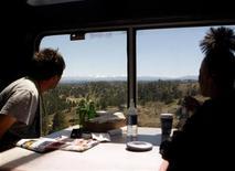 <p>Passengers ride the 5 California Zephyr Amtrak train in Nevada June 14, 2008. REUTERS/Joshua Lott</p>
