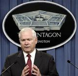 <p>Министр обороны США Роберт Гейтс на брифинге в Пентагоне в Вашингтоне 6 апреля 2010 года. Советники президента США по вопросам национальной безопасности рассматривают широкий ряд мер для закрытия ядерной программы Ирана, включая военный удар в случае, если дипломатические усилия и санкции не будут результативными, заявили представители Пентагона в воскресенье. REUTERS/Yuri Gripas</p>