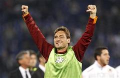 <p>Il festeggiamento di Totti dopo la vittoria di domenica sulla Lazio REUTERS/Max Rossi</p>