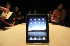<p>Apple va lancer la version 3G de son iPad le 30 avril aux Etats-Unis et proposera sa tablette tactile dans d'autres pays, dont la France, à partir de la fin mai. /Photo prise le 27 janvier 2010/REUTERS/Kimberly White</p>