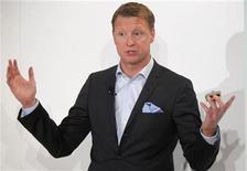 <p>Hans Vestberg, le PDG d'Ericsson. Le groupe suédois a accepté de racheter au canadien en faillite Nortel Networks sa participation de contrôle dans une coentreprise avec LG Electronics pour 242 millions de dollars (180 millions d'euros). /Photo prise le 25 janvier 2010/REUTERS/Bob Strong</p>