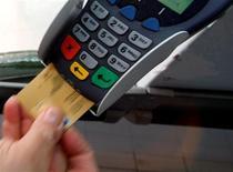 <p>Le spécialiste des terminaux de paiement électronique Ingenico annonce être en bonne voie pour tenir ses objectifs financiers en 2010 après avoir vu ses ventes à périmètre constant augmenter de 8,8% au premier trimestre. /Photo d'archives/REUTERS</p>
