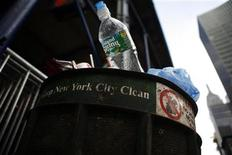 <p>A water bottle in dumped in a trash along Fifth Avenue in New York June 14, 2009. REUTERS/Eric Thayer</p>