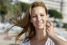 """<p>Lisa Kudrow participa do feira anual de produtos televisivos, MIPCOM, para promover sua série """"Who Do You Think You Are"""" em Cannes. A atriz diz que nunca foi moldada para interpretar moças ingênuas. Por sorte, ela não teve de fazer isso em sua carreira em """"Friends"""" e após o término da série se tornou uma força como atriz e produtora na televisão, na Internet e no cinema independente. 06/10/2009 REUTERS/Eric Gaillard</p>"""