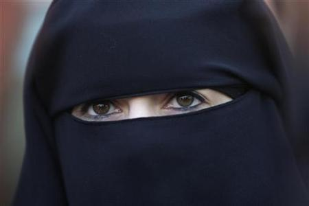 Anne, an assumed name, a 31-year old French woman who has been fined for wearing a niqab while driving, speaks during a news conference in Nantes, western France, April 23, 2010. REUTERS/Stephane Mahe