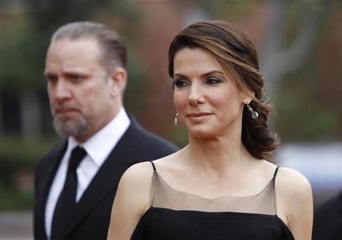 Sandra Bullock files for divorce