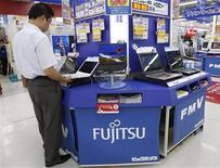 <p>Fujitsu annonce des prévisions supérieures aux attentes, la reprise économique incitant désormais les entreprises à augmenter leurs dépenses informatiques. /Photo d'archives/REUTERS/Yuriko Nakao</p>