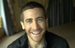"""<p>El actor estadounidense Jake Gyllenhaal sonríe mientras posa para una fotografía en un hotel en Londres. Mayo 5 2010. Un corpulento Jake Gyllenhaal ha cambiado los oscuros y tensos papeles a uno de acción y aventura en la película de gran presupuesto """"Prince of Persia: The Sands of Time"""", una producción que podría suceder el éxito de la franquicia """"Pirates"""" como la nueva sensación de Disney. REUTERS/Dylan Martinez</p>"""