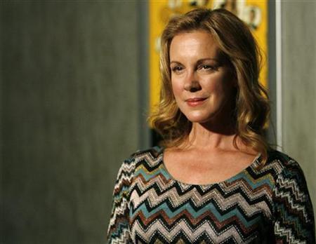 Elizabeth Perkins Exits Weeds Lines Up Film Role Reuters