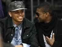 <p>Recording artists Chris Brown (L) and Usher (R) attend the NBA basketball game between the Boston Celtics and the Los Angeles Lakers at the Staples Center in Los Angeles, California, February 18, 2010 file photo. REUTERS/Danny Moloshok</p>