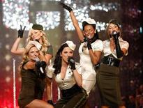 <p>The Spice Girls perform at the Victoria's Secret Fashion Show 2007 in Hollywood, November 15, 2007. REUTERS/Mario Anzuoni</p>