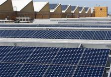 <p>Pannelli solari in foto d'archivio. REUTERS/Kim White</p>