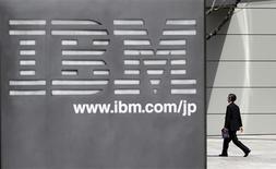 <p>Selon son directeur général Sam Palmisano, IBM table sur un quasi-doublement de ses résultats d'ici 2015, année durant laquelle le bénéfice par action devrait s'élever à au moins 20 dollars. /Photo d'archives/REUTERS/Toru Hanai</p>