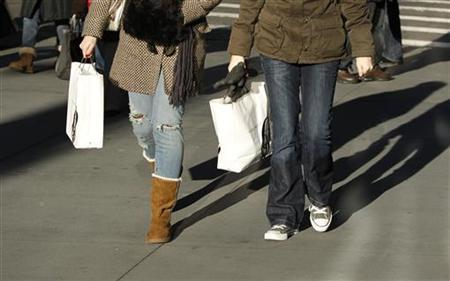 Shoppers carry bags down 5th Avenue in New York in this December 18, 2009 file photo. REUTERS/Lucas Jackson