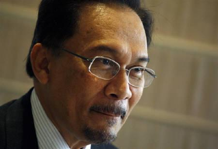 Malaysian opposition leader Anwar Ibrahim  in Hong Kong September 26, 2008. Malaysia's opposition won a key by-election in Sarawak state on Borneo island on Sunday, albeit with a narrow majority, that showed the government had failed to win back ethnic Chinese voters. REUTERS/Bobby Yip/Files
