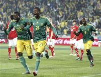 <p>Siyabonga Sangweni comemora gol em empate em 1 x 1 com a Bulgária em amistoso, mantendo nove jogos de invencibilidade. REUTERS/Siphiwe Sibeko</p>