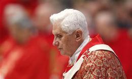 <p>Papa Benedetto XVI in una foto d'archivio. REUTERS/Max Rossi (VATICAN - Tags: RELIGION)</p>