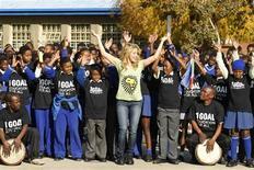 <p>Colombian pop star Shakira dances with school children at the Isu'lihle primary school in Soweto, June 9, 2010. REUTERS/Howard Burditt</p>