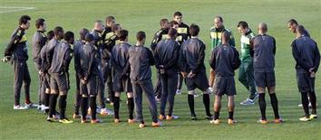 <p>Seleção participa de treino em Johanesburgo dias antes de estreia na Copa do Mundo: time de Dunga prioriza o grupo, mas quem vai ser a estrela da equipe? REUTERS/Paulo Whitaker</p>