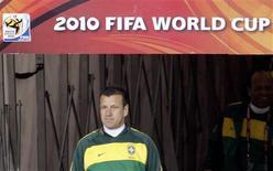 <p>Técnico da seleção Dunga afirmou que Brasil não pode ser favorito em jogo contra a Coreia do Norte, na estreia da Copa. REUTERS/Paulo Whitaker</p>