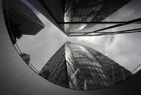 6月17日、6月ロイター企業調査」では、企業の成長を阻害している最大の要因を聞いたところ、「需要不足」が43%となった。写真は都内のオフィスビル。16日撮影(2010年 ロイター/Yuriko Nakao)