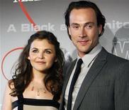 <p>Chris Klein e a atriz Ginnifer Goodwin chegam à premiação do Crystal and Lucy Awards em Beverly Hills em 2008. Klein foi internado em uma clínica de reabilitação para tratamento do vício em álcool, segundo a revista People nesta segunda-feira. 17/06/2008 REUTERS/Mario Anzuoni</p>